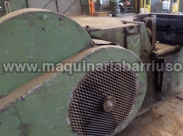 KAESSER carnero motorizado  con diametro de piston 160 mm, distancia entre guias 450 mm y distancia entre apoyos de 950 mm