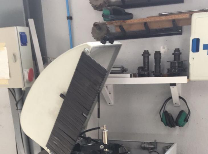 Retestadora  de un cabezal para aluminio FOM Mod. Mistral 26