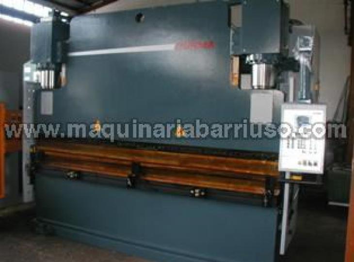 Plegadora DURMA Mod. 40400 de 4 MT x 400 Tn.