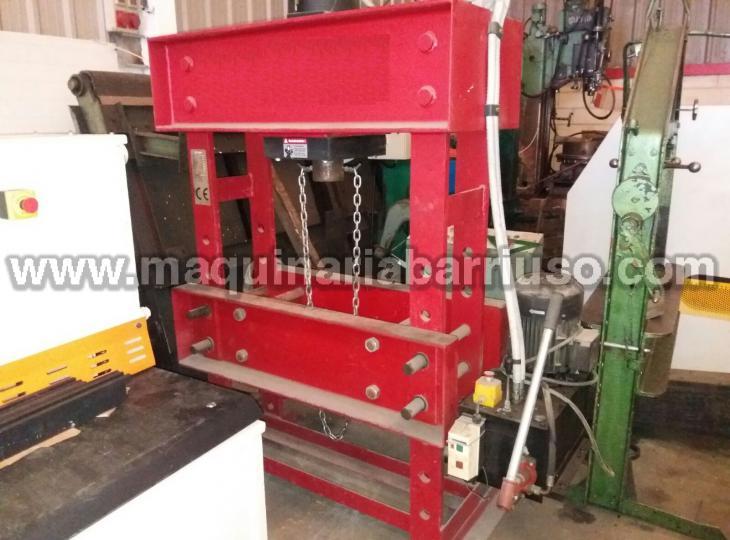 Prensa hidráulica de taller de aproximadamente 100 Tn